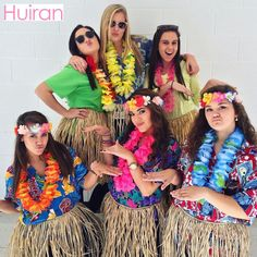 New Party Tropical Theme Outfit Ideas Luau Outfits, Outfits Fiesta, Hawaii Outfits, Camping Outfits, Homecoming Spirit Week, Homecoming Themes, Hawaiian Party Outfit, Hawaiian Themed Outfits, Hawaiian Costumes
