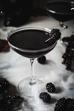 The Black Widow Cocktail is a sleek Halloween cocktail. The blackcurrant liqueur mixed with the vodka and Kahlua makes an unforgettable cocktail. Halloween Cocktails, Halloween Dinner, Halloween Snacks, Halloween Fun, Halloween Costumes, Party Drinks, Cocktail Drinks, Fun Drinks, Yummy Drinks