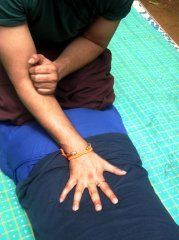 Thai Massage easy fingering of the back lines - Step 1  Learn more about Thai Massage hands free techniques and give your fingers a break  http://www.schoolofthaimassage.com/thai-massage-courses/anatomy-of-thai-yoga-massage-advanced  #ThaiMassageSchool #KansasCity #ThaiMassageCourses #ThaiMassageTechniques