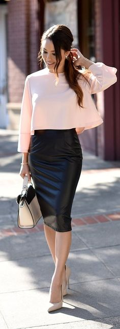 Pencil Skirt Outfits // Casual Skirt Outfits // How to wear skirt outfits // Fashion casual outfits // Trending women's Clothes // Office outfits ideas Mode Outfits, Office Outfits, Night Outfits, Fashion Outfits, Winter Outfits, Summer Outfits, Fashion Clothes, Woman Outfits, Date Night Outfit Classy