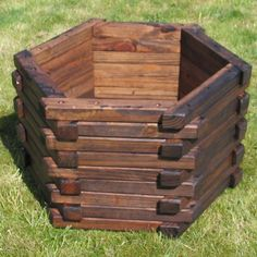 Amazing wooden garden planters ideas you should try 05 - Round Decor Amazing wooden garden planters