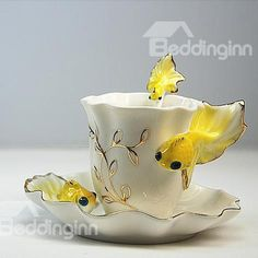 New Arrival Stylish Vivid Golden Fish Coffee Cup, You can appreciate break fast or different time periods applying tea cups. Tea cups likewise have ornamental features. Once you look at the tea glass models, you will dsicover this clearly. Tea Cup Set, My Cup Of Tea, Cup And Saucer Set, Tea Cup Saucer, Tea Sets, Teapots And Cups, Teacups, Golden Fish, Vintage Tea