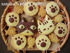 See also the 'Cookies & Sweet Biscuits' board/category. Kawaii Cookies, Cat Cookies, Cupcake Cookies, Fish Cookies, Cute Desserts, Cookie Desserts, Cookie Recipes, Delicious Desserts, Deco Cupcake