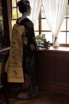 """geisha-kai: """"July 2016: maiko Ichiyuu of Pontocho wearing a firework kimono by ta_ta999 - blog """""""
