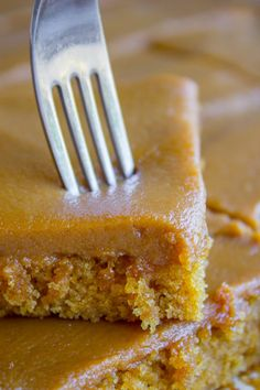 Have you ever had Caramel Cake with Caramel Icing? It's a classic Southern treat! But instead of a layer cake, I made this into a thin sheet cake. So easy! Food Cakes, Cupcake Cakes, Cupcakes, Easy Icing Recipe, Homemade Caramel Icing Recipe, Southern Caramel Cake, Baking Recipes, Dessert Recipes, Sheet Cake Recipes