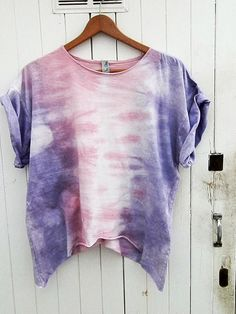 Blusa de mujer por armarioenruinas en Etsy, €11.00 Cute Summer Outfits, Cute Outfits, Tie Dye Crafts, Tie Dye Fashion, Tie Dye Colors, How To Tie Dye, Tie Dye Shirts, Estilo Retro, Casual Tops For Women