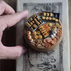 日本媽媽每天早上4點起床手作「18世紀迷你袖珍古典家具+甜點」...需要跪著看完「針線盒」!(31張)% 照片