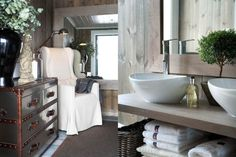 A cosy corner of a hallway, and a mirror to lighten up. Bathroom with thick, white quality towels (an essential). Bathroom Plans, Small Bathroom, Bathrooms, Chalet Interior, Interior Design, Little Log Cabin, Chalet Style, Cosy Corner, Bungalow Homes