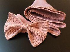 Set: Strickfliege,  Einstecktuch und Manschettenknöpfe altrosa von papillonberlin auf Etsy