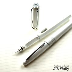 JBWelly.com LAMY Safari fountain pen, Pilot Metropolitan fountain or rollerball pen, and a Leuchtturm1917 B5 Composition notebook. ✍#bujo #bulletjournal #bulletjournalling #plannerlove #plannernerd #planneraddict #leuchtturm #leuchtturm1917 #notebook #journal #journaling #write #writer #writing #handwriting #sketch #draw #everydaycarry #lamy #lamysafari #lamysafaripen #pilot #pilotmetropolitan #fpgeeks #fountainpen #jbwelly