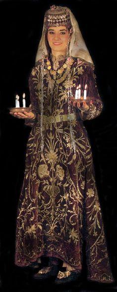 Bindallı- Henna nights' traditional dress , before wedding. Traditional Wedding Dresses, Traditional Outfits, Turkish Wedding Dress, Henna Night, Costumes Around The World, Turkish Beauty, Before Wedding, Ottoman, Folk Costume