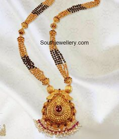 Provids wide range of gold bijou supplies, conventional Gold Jewelry for Women. Indian Jewellery Design, Indian Jewelry, Jewelry Design, Gold Mangalsutra Designs, Gold Earrings Designs, Gold Designs, Necklace Designs, Bridal Jewelry, Beaded Jewelry