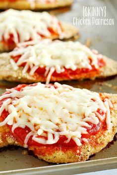 Parmesan Comfort food gets lightened up with this Skinny Chicken Parmesan! Healthy, easy and totally delicious!Comfort food gets lightened up with this Skinny Chicken Parmesan! Healthy, easy and totally delicious! Skinny Chicken Parmesan, Chicken Parmesan Recipes, Recipe Chicken, Chicken Chili, Skillet Chicken, Skinnytaste Chicken Parmesan, Skinny Chicken Recipes, Grilled Chicken Parmesan, Chicken Parmesean