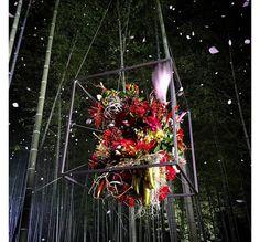 Zoom sur Azuma Makoto, le floral artist qui a signé le set du défilé Dries  Van Noten