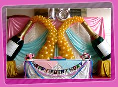 I love the balloon 'bubbles' in this birthday party decoration!