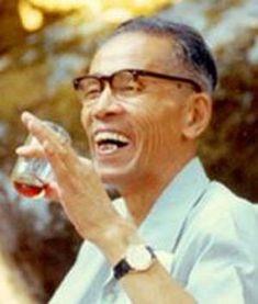 George Oshawa, pe numele său adevărat Yukikazu Sakurazawa este fondatorul dietei macrobiotice. Alimentaţia macrobiotică mai este denumită şi arta longevităţii şi a reîntineririi, deoarece dieta mac…