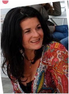 Géraldine de Radiguès - Life-coach certifiée, praticienne en Neurocognitivisme, test de personnalité VIP2A, Thérapie crâno-sacrée & écrivain Site Web : www.geraldine-de-radigues.be Membre du réseau www.WonderWomen.be