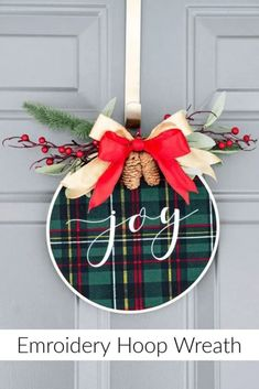 Christmas Door Decoration Ideas to get you decorating!, DIY and Crafts, Christmas Door Decoration Ideas to get you decorating! Take these new and fresh ideas and run! Create the Christmas decor you will LOVE! For School Fo. Christmas Wreaths To Make, Christmas Diy, Christmas Ornaments, Winter Wreaths, Christmas Trees, Christmas Carol, Christmas Island, Simple Christmas Crafts, Homemade Christmas