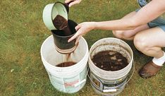 Compost tea is the perfect way to boost your plants growth and obtain higher yields – naturally! You can make it for free using your own compost! Compost Tea, Garden Compost, Garden Soil, Vegetable Garden, Garden Plants, Garden Web, Gardening Vegetables, Balcony Garden, Fine Gardening