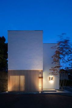 Japanese Architecture, Residential Architecture, Modern Architecture, Small Buildings, Small Houses, Recessed Ceiling Lights, Archi Design, Lighting Design, Skyscraper