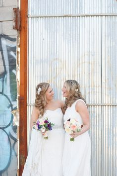 Wedding photos at 501 Union, Brooklyn. Photos by Mikkel Paige Photography. Flowers by Foxglove Floral Design Studio.