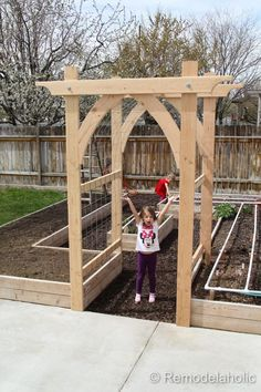 Vegetable Garden Arbor DIY garden pergola Build an Elevated Planter Box (and save your back! Garden Types, Veg Garden, Vegetable Garden Design, Garden Trellis, Vegetable Gardening, Diy Trellis, Raised Vegetable Gardens, Raised Gardens, Vegetables Garden