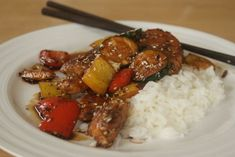 Maukas teriyaki-broileri on parhaimmillaan riisin kanssa tarjoiltuna. Easy Delicious Recipes, Yummy Food, Comfort Food, Kung Pao Chicken, Food Styling, Risotto, Chicken Recipes, Food And Drink, Beef