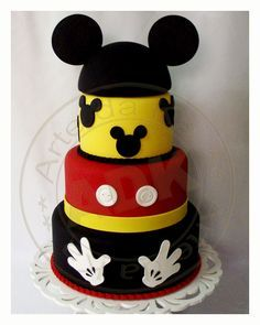 Mickey Mouse cake-- I need this for one of my bdays!(: