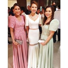 From romantic laces to sexy sheers and to pastel pleated art deco modern filipiñana gowns✨🌟👸 Filipiniana Wedding, Filipiniana Dress, Wedding Gowns, Philippines Fashion, Philippines Culture, Hijab Fashion, Women's Fashion, Romantic Lace, Wedding 2015