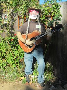 That's a very good Willie Nelson scarecrow. The braids are excellent. Scarecrows For Garden, Fall Scarecrows, Halloween Fun, Halloween Decorations, Halloween Costumes, Witch Costumes, Fall Decorations, Vintage Halloween, Halloween Makeup