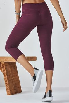We love this update to the Salar silhouette, slub and all. Opt for a laid-back,striped thread design to take your workout and chill-outs to new heights