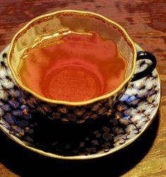 Fredag. Guldkant! Nepal Himshikar i koppen. #ekologisktte Nepal, Tea Cups, Tableware, Dinnerware, Dishes, Teacup, Tea Cup