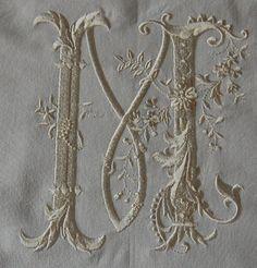 Kussensloop met monogram Nofelty Font gemaakt met borduurmachine door mijzelf patroon komt van ageless-embroidery.com