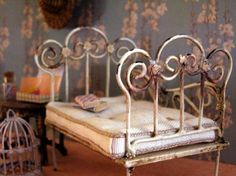 Tutorial - wrought iron bed - other wire styles shown - these are soldered (easy, and the tools are not that expensive) ********************************************* Pequeñeces - #dollhouse #miniature #fairy #garden #wrought #iron #furniture #DIY - t√