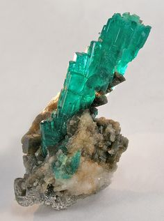 Emerald on Calcite from Las Penas, near Cosquez, Boyaca Dept, Colombia [http://img.irocks.com/pics/07edd26bca.jpg]
