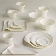 Del estudio japonés Simplicity nos llegan esta vajilla reciclable. Wasara Products manifiesta la filosofía oriental, la sencillez, simplicidad y utilidad en una serie de objetos cotidianos. La vajilla esta materializada a partir de la pulpa de la caña de azúcar, cien por cien biodegradable.
