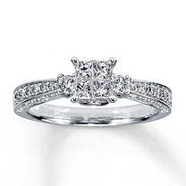 14K White Gold  Carat t.w. Diamond Ring