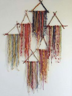 Small Triangle Dream Catchers - What to do with leftover bits of beautiful yarn. Throw a yarn party? Fun Crafts, Diy And Crafts, Arts And Crafts, Baby Crafts, Mobiles, Hippie Crafts, Deco Boheme, Ideias Diy, Dreamcatchers