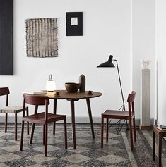 Židle &Tradition Betty | Stockist Dining Table With Leaf, Solid Oak Table, White Dining Table, Dining Tables, Dining Room, Table Portable, Midcentury Modern Dining Table, Expandable Dining Table, Lounge Chair