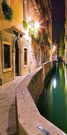 Venezia, Venice...so beautiful to walk these canals at night