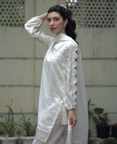 Kurti Sleeves Design, Sleeves Designs For Dresses, Dress Neck Designs, Tunic Designs, Sleeve Designs, Simple Pakistani Dresses, Pakistani Dress Design, Pakistani Suits, Pakistani Bridal