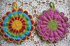 LINDEVROUW'S WEB: Gratis Haakpatroon Bloem Pannenlap http://www.lindevrouwsweb.blogspot.nl/2012/11/gratis-haakpatroon-bloem-pannenlap.html