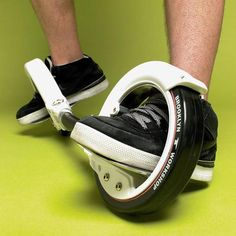 I would probably kill my self but these are co cool! Skatecycle super cool gadget to replace the skateboard and rollerskates Cool Technology, Technology Gadgets, Gadgets And Gizmos, Cool Gadgets, Amazing Gadgets, Geek Gadgets, Cooking Gadgets, Tech Toys, Cool Inventions