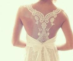 love the back detail and bow