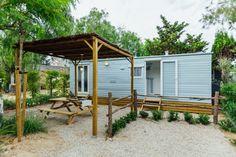 Mobil Home de alquiler en el camping situado en la Costa Dorada. Recreational Vehicles, Pergola, Shed, Outdoor Structures, Navy, Camper Van, El Dorado, Hale Navy, Outdoor Pergola