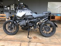 I fully love what these guys did to this stylish Bmw Scrambler, Bmw Boxer, Bmw Motorbikes, Cool Motorcycles, Bmw Cafe Racer, Cafe Racer Motorcycle, Custom Bmw, Custom Bikes, Ducati Classic