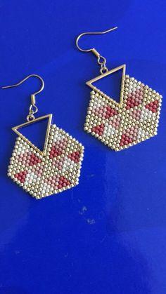 beaded earrings how to make Bead Crochet Patterns, Bead Crochet Rope, Beaded Jewelry Patterns, Beading Patterns, Seed Bead Jewelry, Seed Bead Earrings, Beaded Earrings, Hoop Earrings, Brick Stitch Earrings