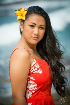 senior photos, graduation photos, senior pictures on the beach in Hawaii, Hawaiianpix Photography