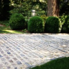 Cobblestone and crushed stone driveway Cobblestone Driveway, Brick Driveway, Gravel Driveway, Driveway Design, Driveway Entrance, Gravel Patio, Pea Gravel, Driveway Landscaping, Patio Design