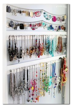 simple jewelry organization idea for storage of your jewelry collection - Sugar . simple jewelry organization idea for storage of your jewelry collection - Sugar Bee Crafts Wall Organization, Jewelry Organization, Organizing Ideas, Organizing Life, Jewellery Storage, Jewellery Display, Earring Storage, Necklace Storage, Diy Jewelry Wall Display